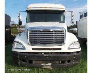 2004 Freightliner Columbia semi truck