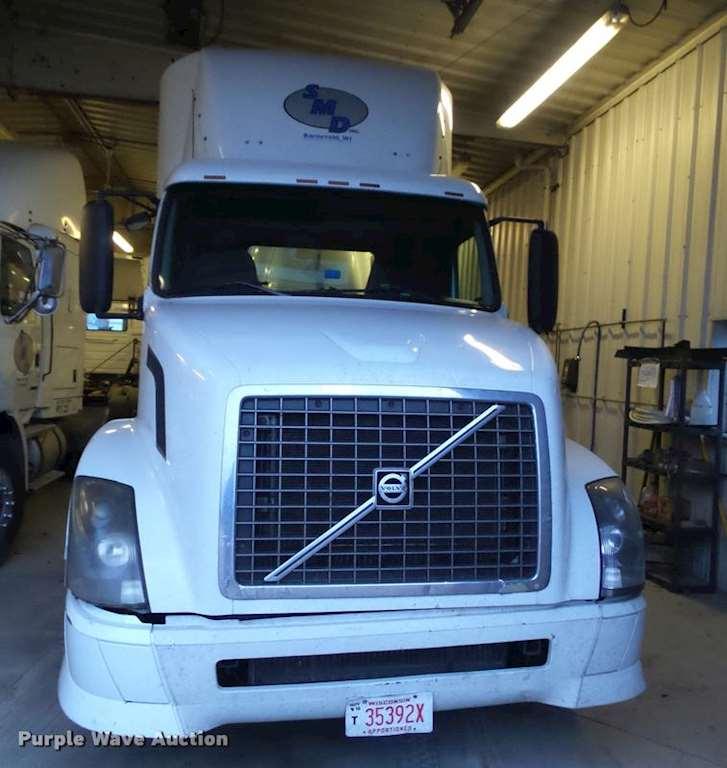 Volvo 780 Trucks For Sale: 2005 Volvo VNL Semi Truck For Sale