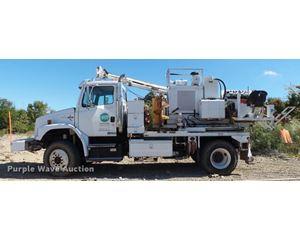 2000 Freightliner FL80 digger derrick truck