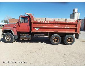 1987 Ford L9000 dump truck