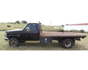 1995 Ford F450 Super Duty XLT flatbed truck