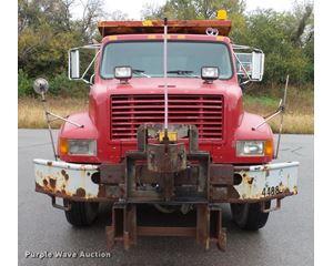 1999 International 4900 roll-off truck