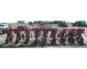 Krause 4700 row crop cultivator