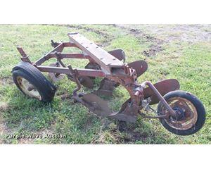 Mccormick Farmall three bottom plow