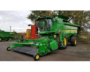 John Deere S660 Combine Harvester