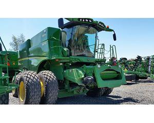 John Deere S670 Combine Harvester