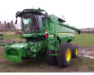 John Deere S680 Combine Harvester