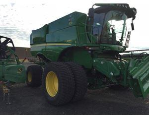 John Deere S680H Combine Harvester