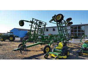 John Deere 2210 Cultivator