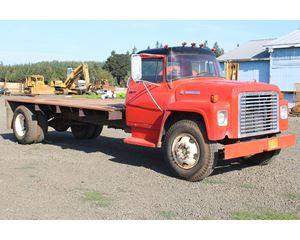 International LOADSTAR 1600 Flatbed Truck