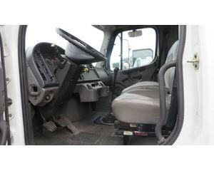 Freightliner M2 Box Truck / Dry Van