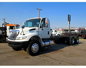 International 4400 Heavy Duty Cab & Chassis Truck