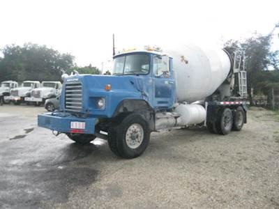 2004 Mack DM688S Mixer / Ready Mix / Concrete Truck