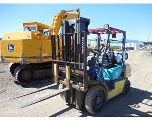 Komatsu FG25T-12 Mast Forklift
