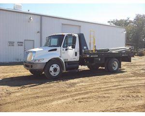 International 4200 Bucket / Boom Truck