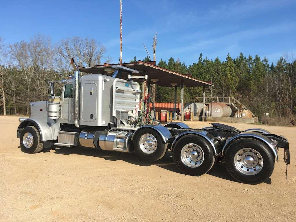 2015 peterbilt 389 sleeper truck for sale montgomery al 9015287. Black Bedroom Furniture Sets. Home Design Ideas