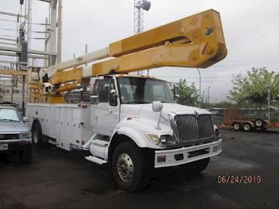 2005 International 7500 Boom / Bucket Truck - Automatic, ALTEC A72T Aerial  Lift