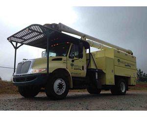 International 4300 DuraStar Bucket / Boom Truck
