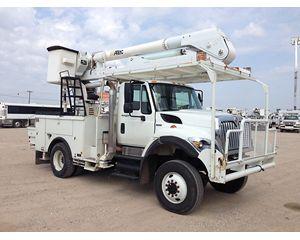 International 7300 4X4 Bucket / Boom Truck