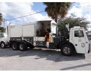 Mack LE613 Garbage Truck