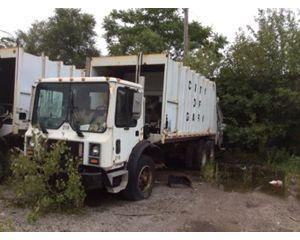 Mack MR690S Garbage Truck