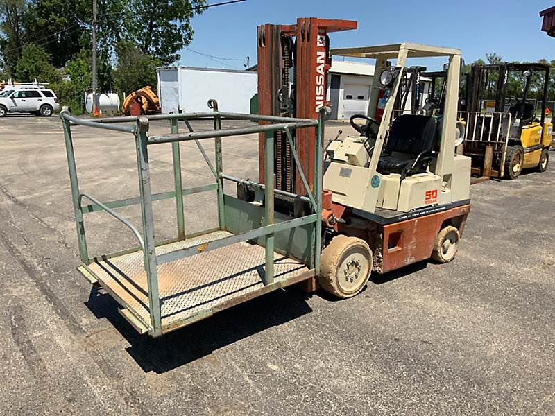 Nissan CPH02A25V, 4375# Mast Forklift For Sale | South