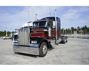 Kenworth W900L Sleeper Truck