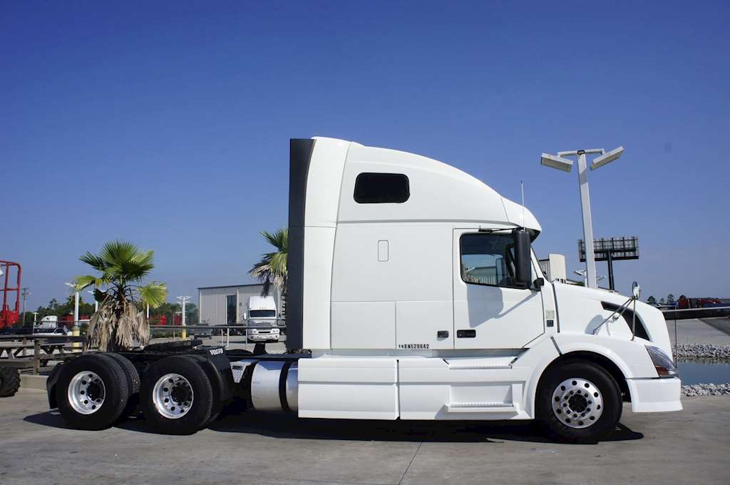 2011 Volvo 670 Sleeper Truck For Sale Gulfport Ms 3969 Mylittlesalesman Com