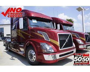 Volvo VNL64T730 Sleeper Truck