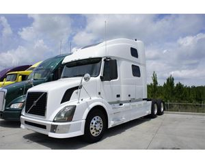 Volvo VNM64T780 Sleeper Truck