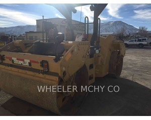 Caterpillar CB64 VV Combination Roller