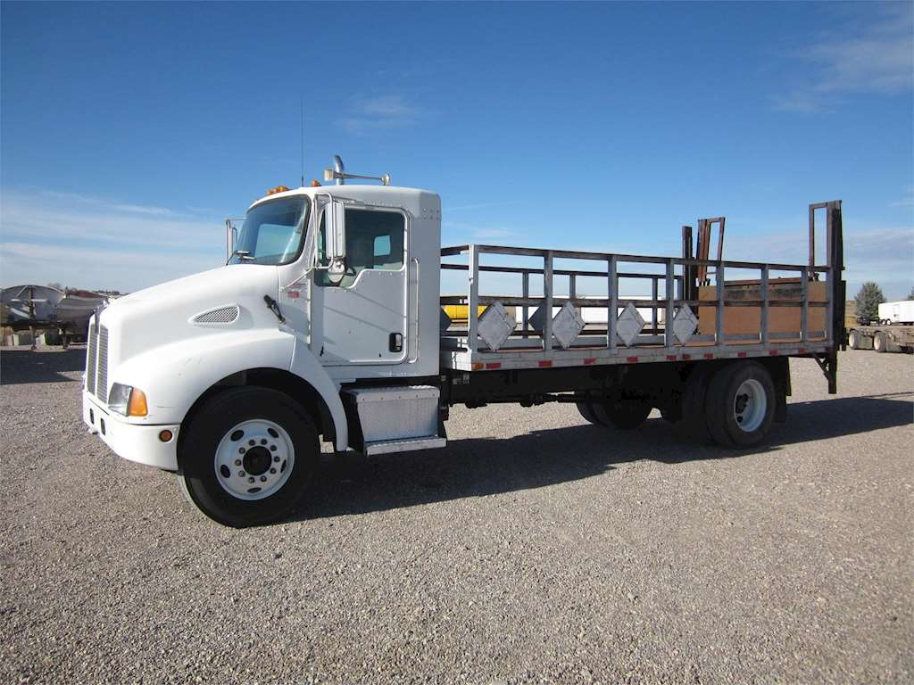 2003 kenworth t300 flatbed truck for sale 245 027 miles aberdeen id 4383. Black Bedroom Furniture Sets. Home Design Ideas
