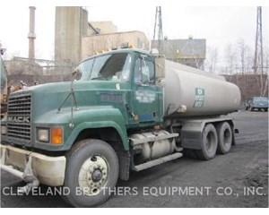 Mack CH613 Water Wagon