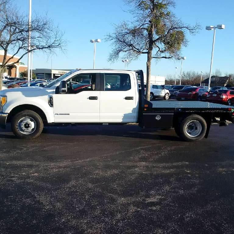 2017 FORD F350 CREW CAB FLATBED XL-32 FLATBEDS IN STOCK