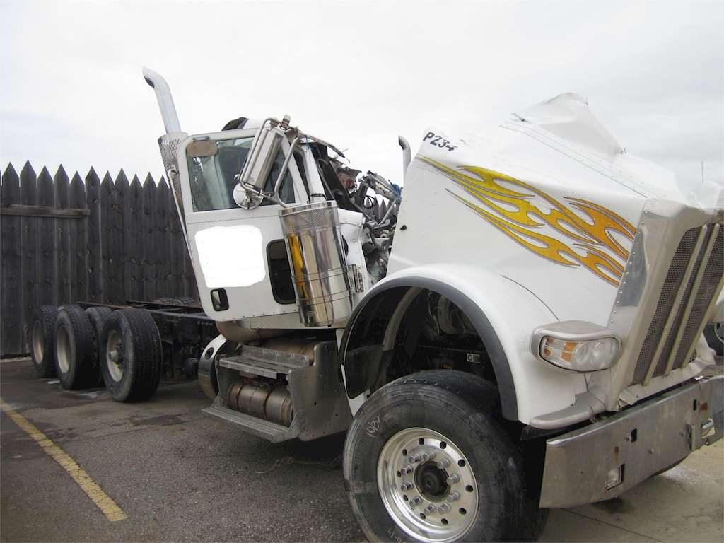 2012 peterbilt 388 salvage truck for sale 242 000 miles wyoming mi 55716. Black Bedroom Furniture Sets. Home Design Ideas