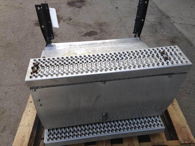 2007 Used Peterbilt 387 RH Tool Box For Sale | Dorr, MI