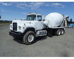 Mack RD690S Mixer / Ready Mix / Concrete Truck