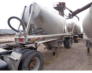 Beall Dry Bulk / Pneumatic Tank Trailer