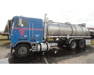 Freightliner FLB090064 Fuel / Lube Truck