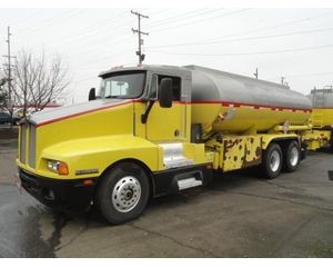 Kenworth T600 Gasoline / Fuel Truck