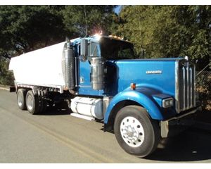 Kenworth W900 Gasoline / Fuel Truck