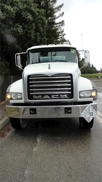 2013 Mack Granite GU433 Tandem Axle Gasoline / Fuel Truck
