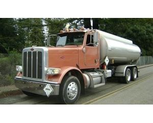 Peterbilt 388 Gasoline / Fuel Truck