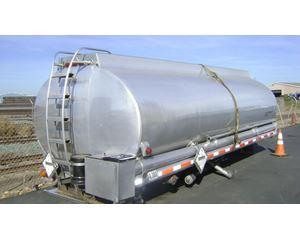 Clough 4700 GAL Vacuum Truck