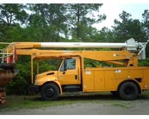 International 4400 SBA 4x2 Bucket / Boom Truck
