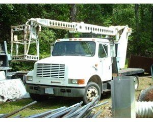 International 4600LP 4x2 Bucket / Boom Truck