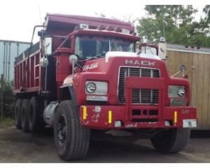 Mack RD690S