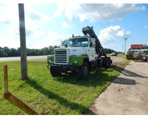 Mack DM685S Roll-Off Truck