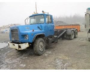 Mack R686 Roll-Off Truck