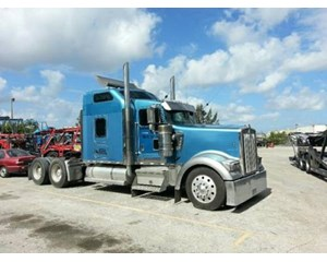 Kenworth W900L Sleeper Truck